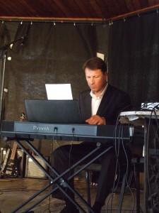 Koncerto sumanytojas Palangos senosios gimnazijos muzikos mokytojas metodininkas Stasys Stončius